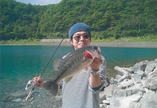 朝原健が本栖湖で釣り上げたランカー