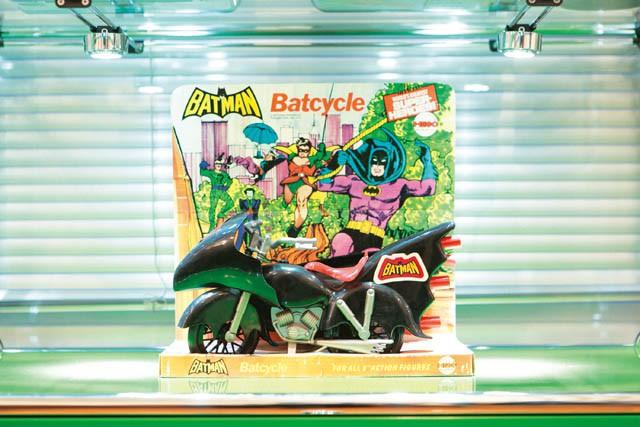 BATMAN  BATCYCLE  SUPER HEROES