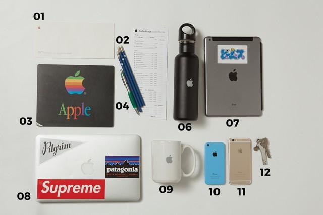 01  旧ロゴを使用した Apple社の社封筒02  鉛筆03  旧ロゴを使用した マウスパッド04  ボールペン05  Apple本社の社食メニュー06 水筒07 iPad 208 MacBook Air09 マグカップ10 iPhone 5C