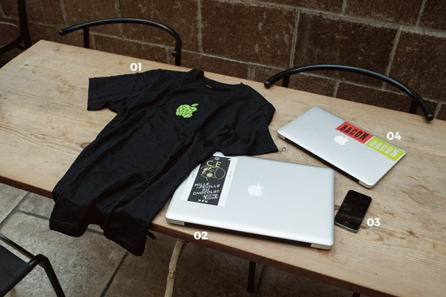 01  Apple Store Omotesando オープン記念Tシャツ 02 MacBook Pro 03 iPhone5S 04 MacBook Air