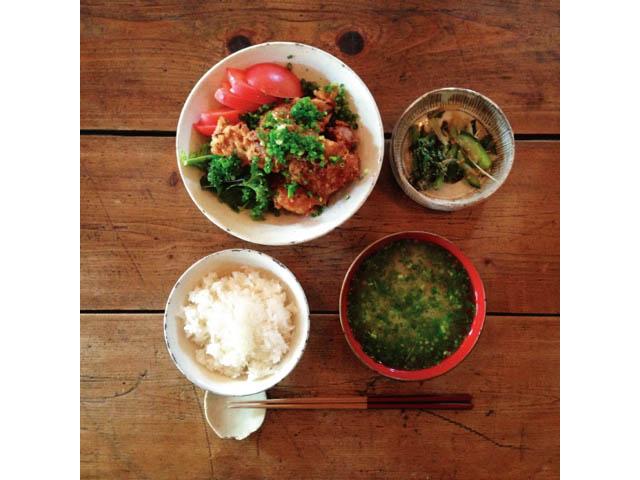 鎌倉「Bure」鶏ももの唐揚 げ香味ダレ定食¥950