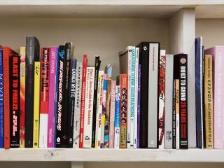 クリエイターたちが リアルに愛用する本棚