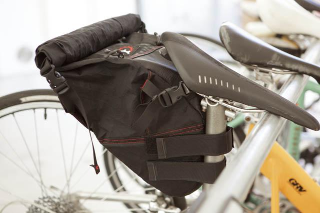 Revelate Designsの バイクサドルバッグ