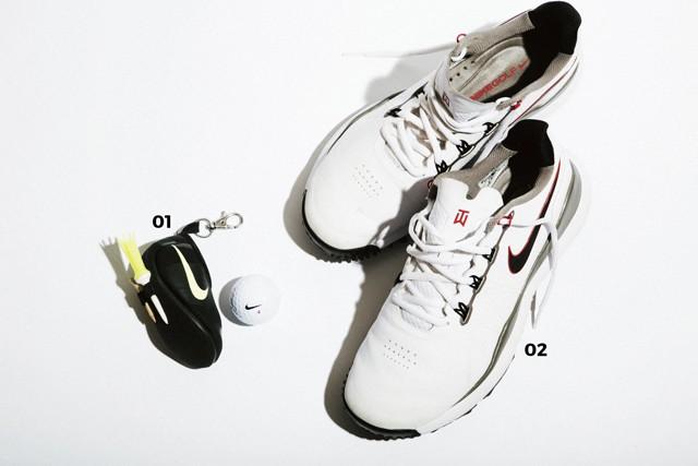 01.NIKE GOLF スニーカーのスペシャリストに相応しいデザインのボールケース 02.NIKE GOLF シューズは常に最新を試すのが国井流。タイガーウッズ モデルTW14