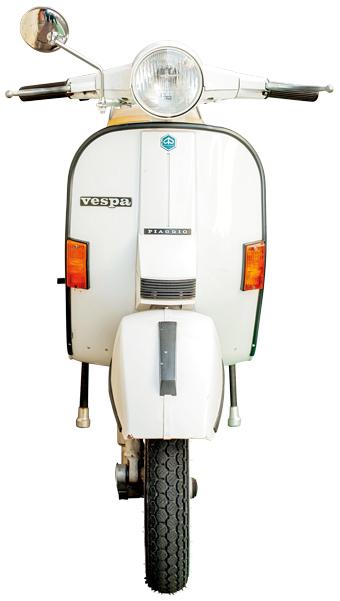 FRONT.Piaggio Vespa PX200E