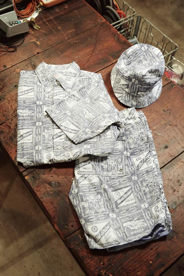 BIG YANK シャンブレーシャツ各¥28,480、 WILD THINGS×A 1 CLOTHING×BAMBOO SHOOTS レオパードクライミングショーツ¥12,960