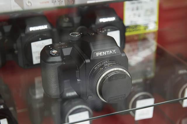 PENTAX 645N Ⅱ (ボディ、中古、生産終了品)¥45,360、 smc PENTAX FA645 75mm F2.8(レンズ、新品)¥54,400