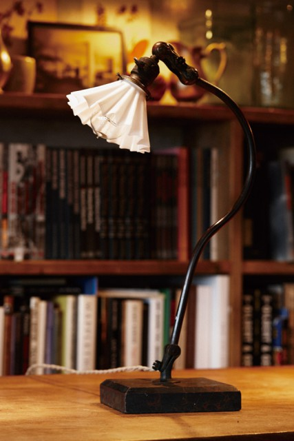 O.C WHITE CO. DESK LAMP