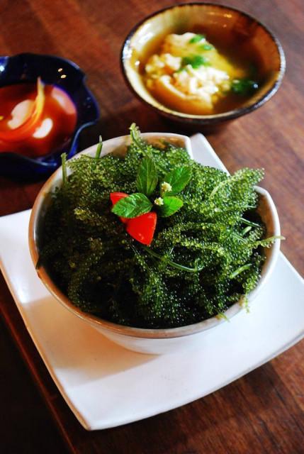 沖縄ランチおすすめfuucafeの海ぶどうとアグーの丼