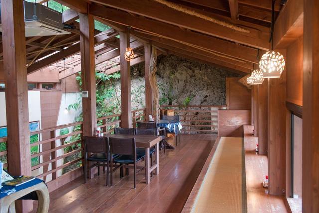 沖縄ランチおすすめ山の茶屋・楽水店内