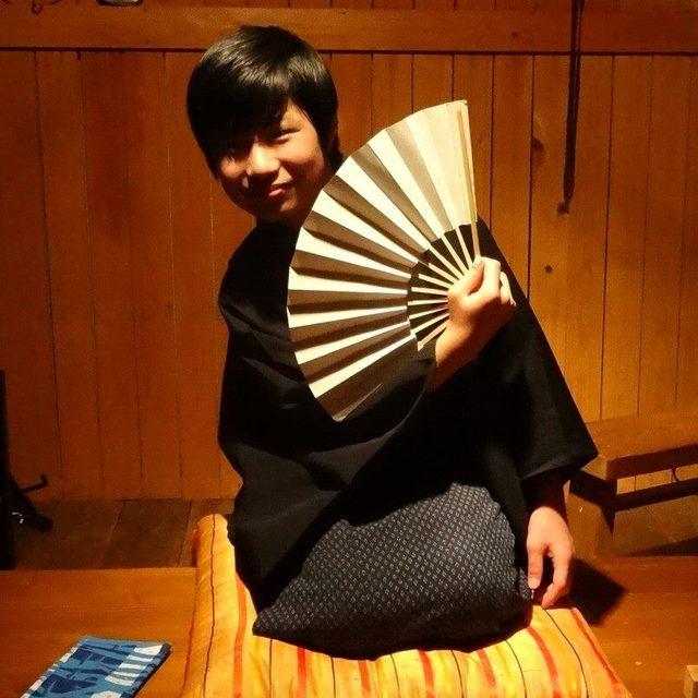 14歳にして落語ライブ400本公演、15歳にして芸歴6年の鯉鮎亭ボタン