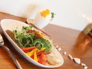 沖縄ランチおすすめ島野菜カフェ Re:Hellow BEACHタコライス