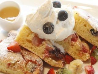 湘南のお洒落な人気カフェ DIEGO BY THE RIVER フルーツパンケーキ